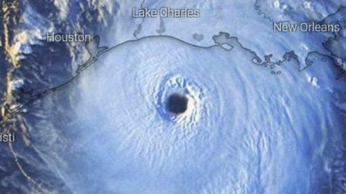 USA: l'uragano Laura si avvicina alla costa. Paura in Louisiana