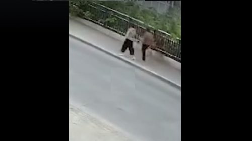 Cina: si apre voragine in strada. Due donne inghiottite  da una dolina