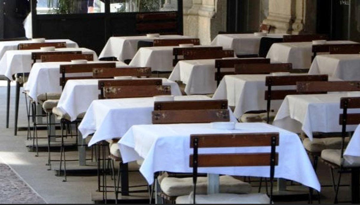 """Coronavirus, lo studio Usa: """"Mangiare al ristorante raddoppia il rischio di contagio"""""""