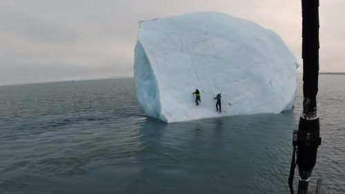 Si ribalta iceberg: travolti due esploratori svizzeri nel Mar Glaciale Artico. Il video
