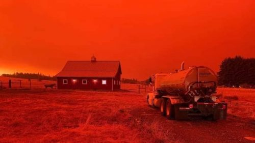 Oregon: gli incendi tingono di rosso il cielo. Immagini apocalittiche