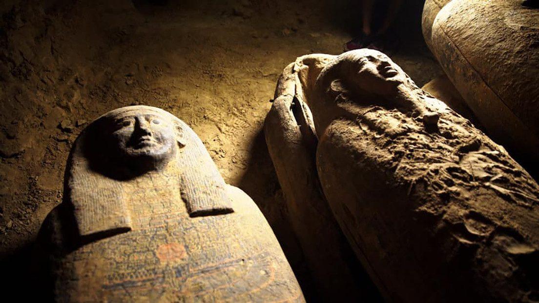 Egitto: 13 sarcofagi di 2.500 anni scoperti a Saqqara