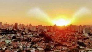 Egitto: il Sole al tramonto produce uno strano effetto. Stupore tra gli osservatori