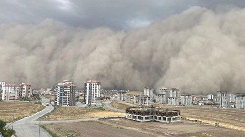 Turchia: una tempesta di sabbia inghiotte Ankara. Il video