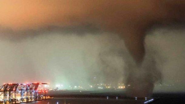 Genova: un tornado terrorizza il quartiere del porto