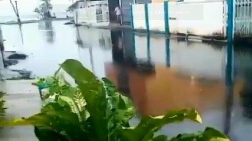 Venezuela: la pioggia danneggia oleodotto: il greggio invade le case