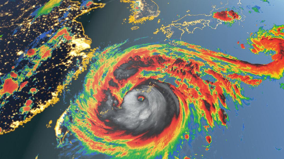 Giappone: il tifone Maysak inghiotte una nave. Un solo superstite