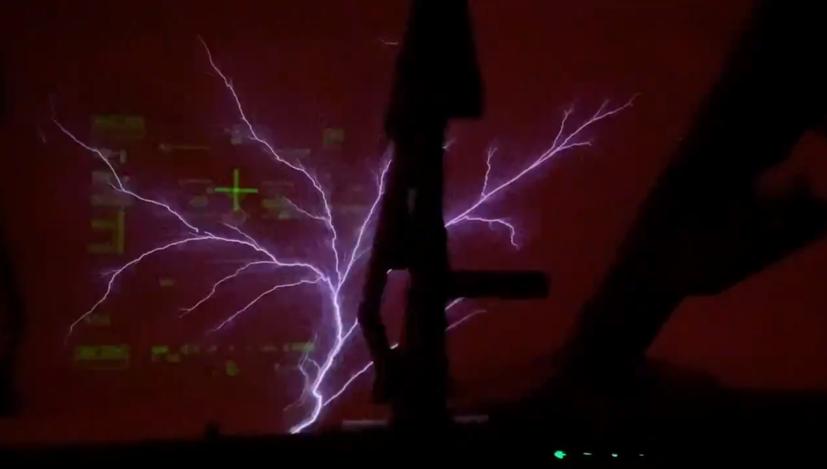 Il 'Fuoco di Sant'Elmo'  appare su un aereo militare. Il video