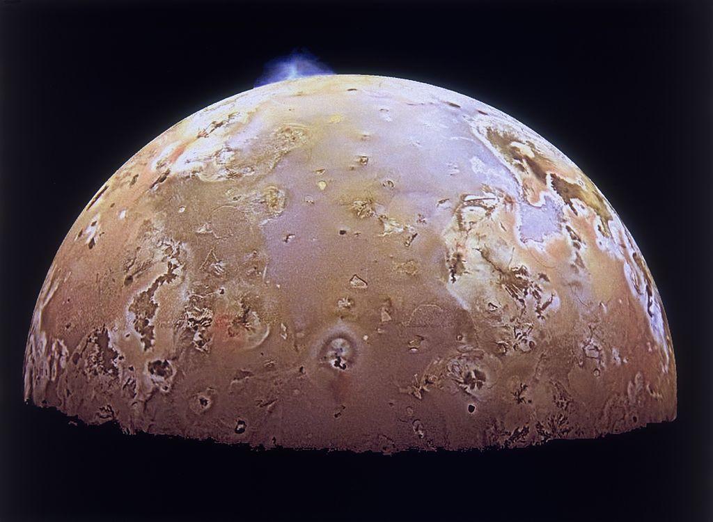 Io: osservati colossali pennacchi di anidride solforosa sul satellite di Giove