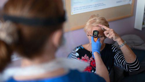 Inghilterra: donna accusa  sintomi covid-19 otto mesi dopo l'infezione