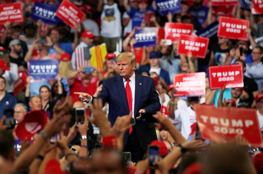 Coronavirus: i discorsi di Trump potrebbero aver causato oltre 30mila contagi
