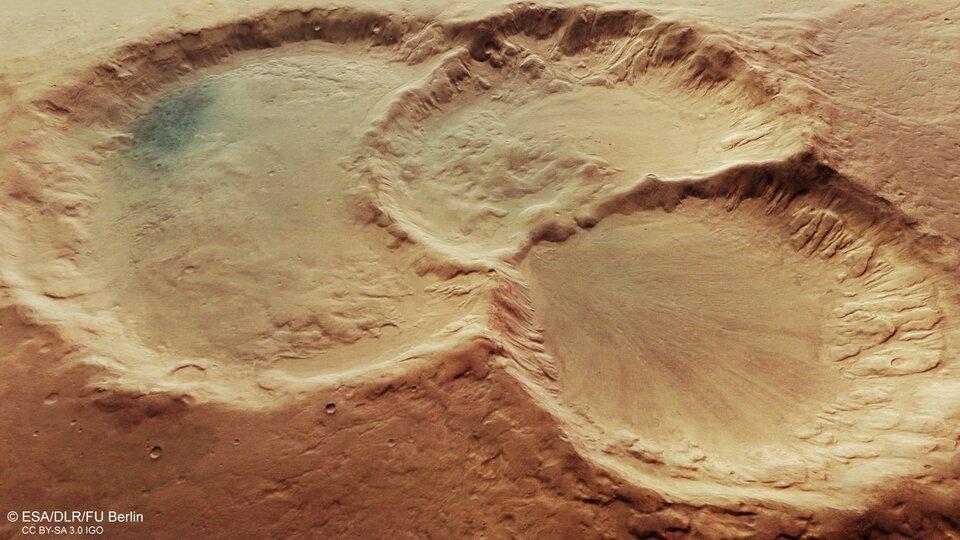Marte: un misterioso 'triplo cratere' interroga gli scienziati