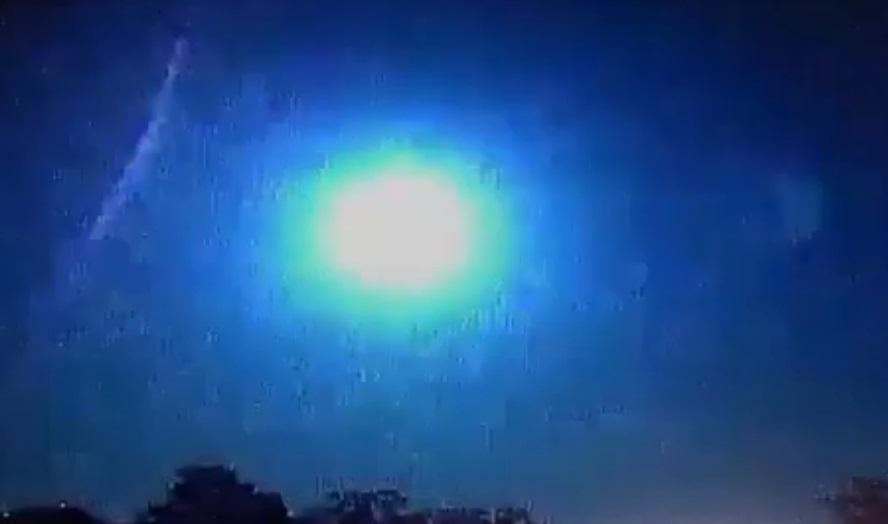 Una meteora esplode nel cielo del Brasile: il video