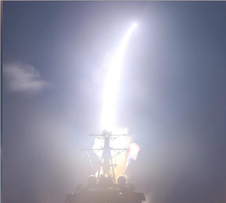 USA: un razzo lanciato da cacciatorpediniere distrugge un missile nello spazio