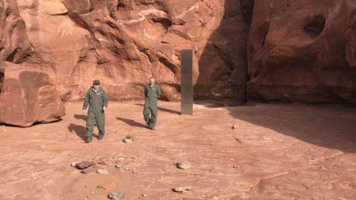 Monolite metallico scoperto nel deserto: nuove ipotesi sulla sua origine