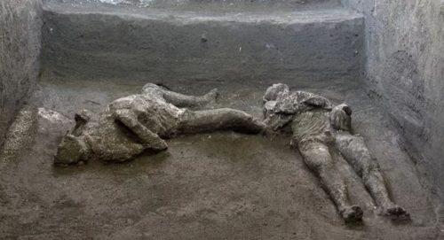 Scoperta eccezionale a Pompei: trovati i corpi intatti di due uomini