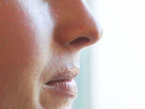 Una strana sensazione alle narici potrebbe essere il primissimo sintomo del COVID