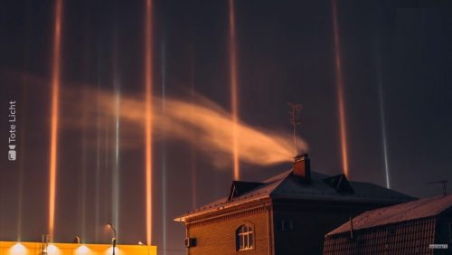 Siberia: pilastri di luce sulla città di Tyumen. Le incredibile immagini