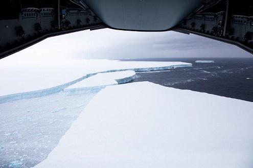 Un video mostra il più grande iceberg al mondo che minaccia la Georgia del Sud