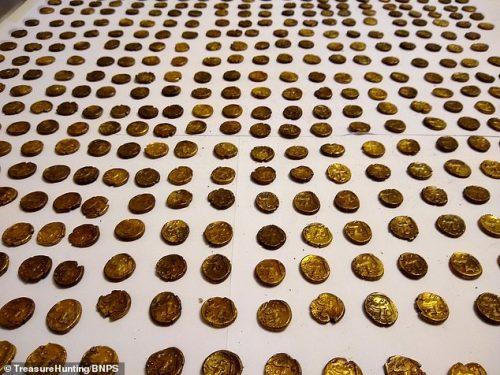 Inghilterra: osservatore di uccelli scopre 1.300 monete d'oro di epoca romana