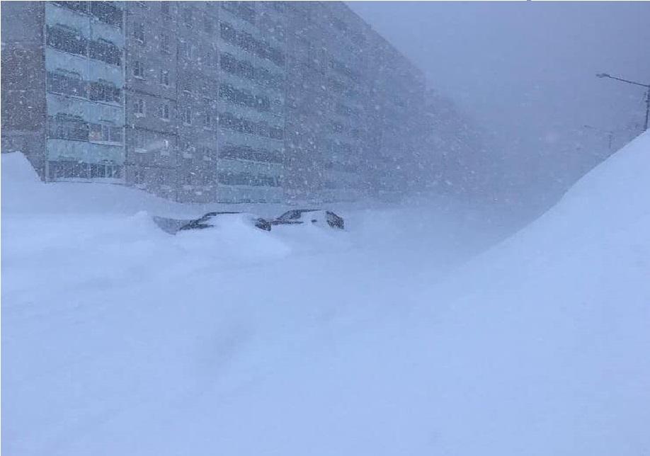 Siberia: incredibile nevicata ricopre Norilsk. Le immagini