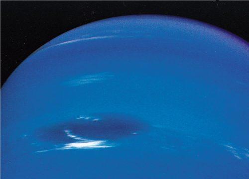 Nettuno: Hubble osserva due gigantesche tempeste scure