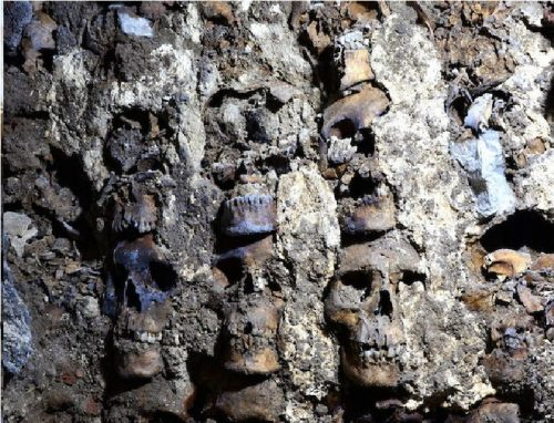 Messico: una torre di teschi scoperta nell'antica Tenochtitlan