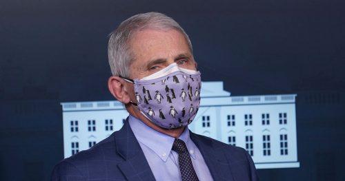 Covid: indossare due mascherine contemporaneamente protegge di più?