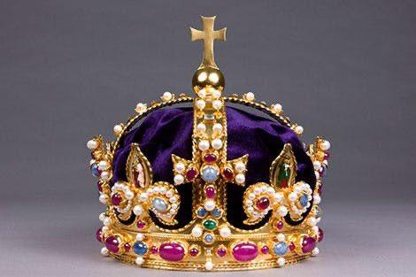 Inghilterra: un frammento della corona di Enrico VIII scoperto grazie a metal detector