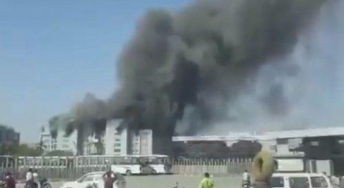 Divampa un violento incendio nella più grande fabbrica di vaccini al mondo: le conseguenze