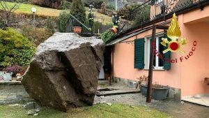 Roccia sfiora abitazione a San Siro