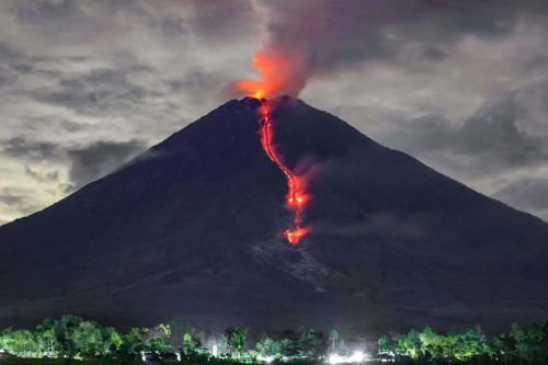 Indonesia: impressionante eruzione del vulcano Semeru