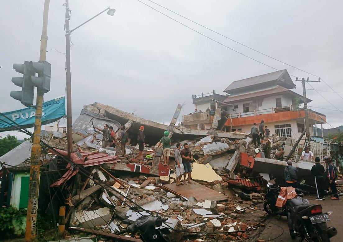 Terremoto Indonesia: scossa di 6.2 gradi. Sale il bilancio dei morti