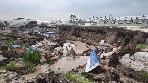 Malesia: una colossale voragine inghiotte il terreno. Il video