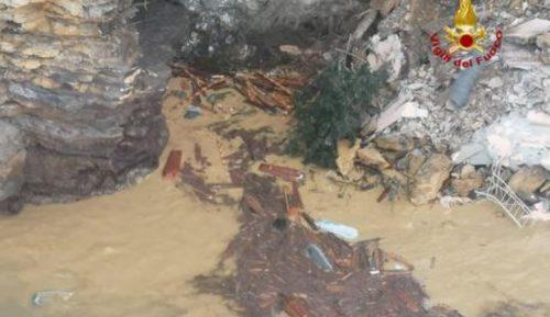 Spaventosa frana nel cimitero di Camogli: 200 bare finiscono in mare