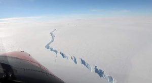 Antartide: colossale iceberg si stacca dal continente. Il video