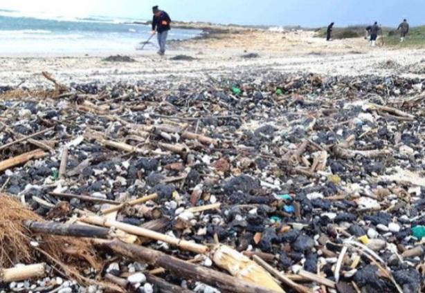 Israele: gigantesca macchia di petrolio raggiunge le coste