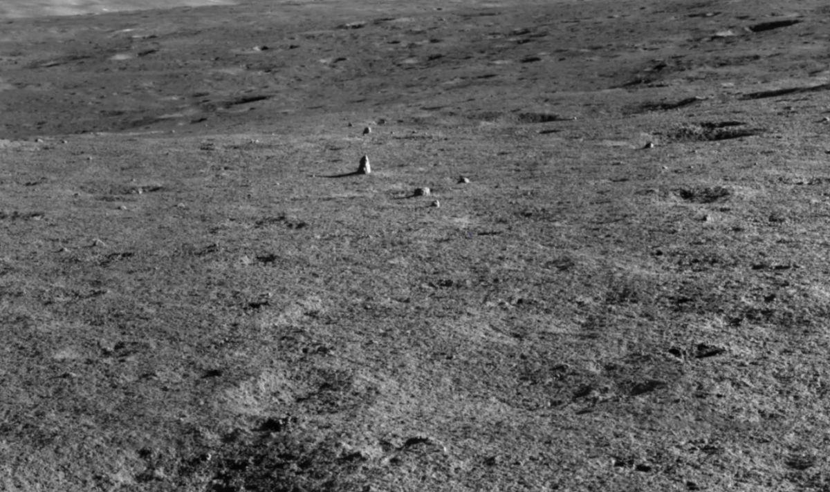 Un misterioso pinnacolo scoperto sulla faccia 'nascosta' della Luna
