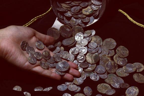 Eccezionale tesoro di monete d'argento di epoca romana scoperto in Turchia
