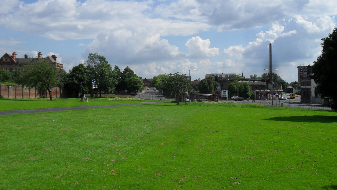 Liverpool: voragine in parco pubblico riporta alla luce antiche tombe