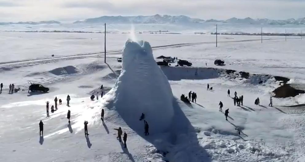 Kazakistan: nella steppa si forma un 'vulcano di ghiaccio'