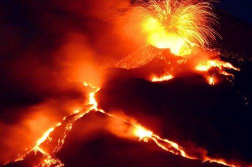Etna, l'INGV annuncia: nuova bocca eruttiva sulla base del cratere di Sud Est