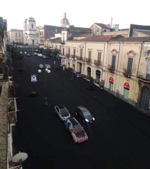 Etna: nuova forte eruzione provoca caduta di grossi lapilli nei centri abitati