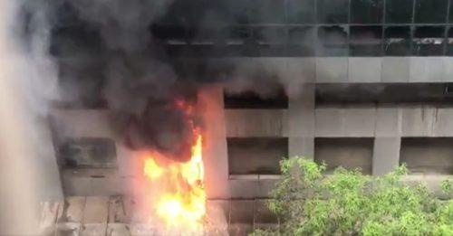 Spaventoso incendio nell'ospedale Covid di Mumbai: 10 morti, danni enormi