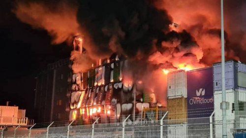 Spaventoso incendio in uno dei data center più grandi d'Europa: migliaia di siti down