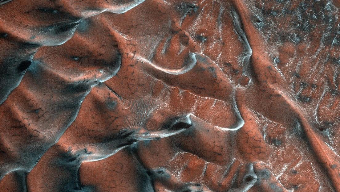 La NASA pubblica le immagini di 'brillanti' dune di sabbia su Marte