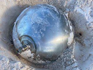 Sfera di metallo scoperta su spiaggia delle Bahamas: 'Potrebbe essere oggetto spaziale'
