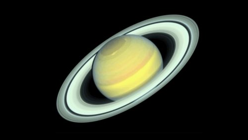 Arriva l'autunno su Saturno: l'emisfero nord cambia colore e l'equatore si illumina