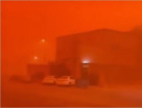 Gigantesca tempesta di sabbia avvolge il nord dell'Arabia Saudita