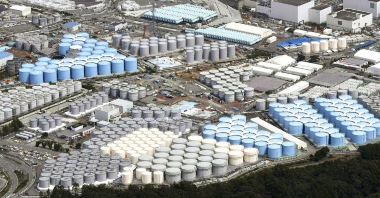 Il Giappone ha deciso: l'acqua contaminata del disastro nucleare di Fukushima finirà in mare